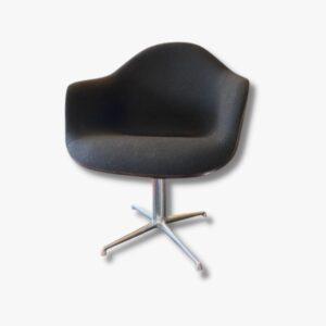 "Eames Armchair auf ""La Fonda"""